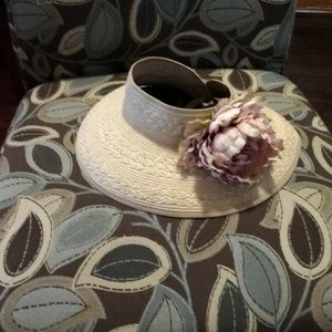 EUC WOVEN DUN VISOR WITH REMOVABLE FLOWER